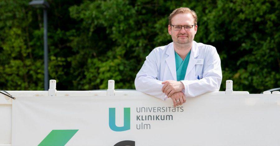 Der Internist Dominik Buckert arbeitet als Oberarzt in einer Spezialambulanz für Covid-Spätfolgen an der Uniklinik Ulm.