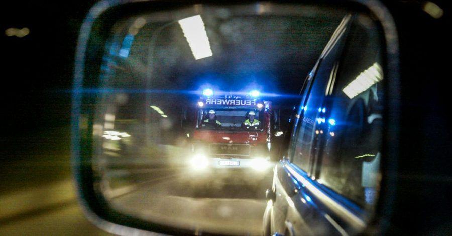 Achtung, Alarm: Sind Einsatzfahrzeuge mit Blaulicht und Sirene im Anflug, müssen Autofahrer die Bahn frei machen.