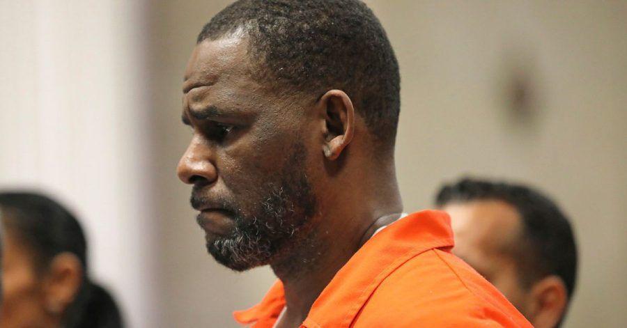 US-Sänger R. Kelly erscheint während einer Anhörung im Leighton Criminal Courthouse.