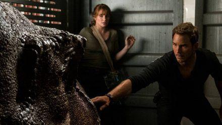 """Chris Pratt (r.) und Bryce Dallas Howard, hier in """"Jurassic World: Das gefallene Königreich"""", werden 2022 in """"Jurassic World: Ein neues Zeitalter"""" erneut gemeinsam zu sehen sein. (wag/spot)"""