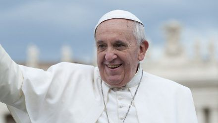 Papst Franziskus wurde erfolgreich operiert. (ili/spot)