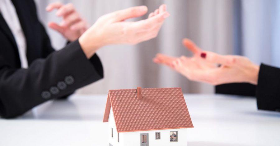 Testamentsvollstrecker kümmern sich um das Erbe. Das kann helfen, Streit innerhalb der Erbengemeinschaft zu vermeiden.