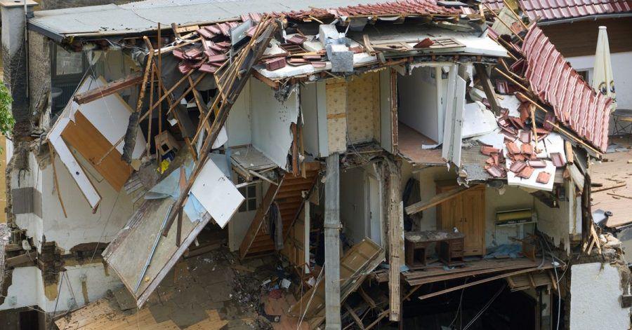 Häuser im Ahrtal im Ortsteil Walporzheim sind zerstört. Bundesfinanzminister Olaf Scholz hat angesichts der Katastrophe Soforthilfen in dreistelliger Millionenhöhe in Aussicht gestellt.