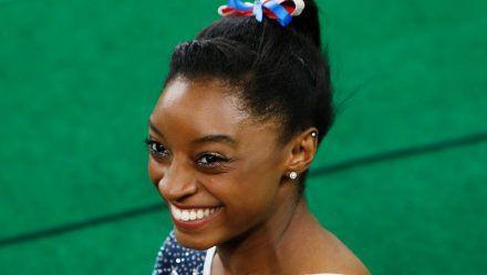 Simone Biles 2016 bei den Olympischen Spielen in Rio (mia/spot)