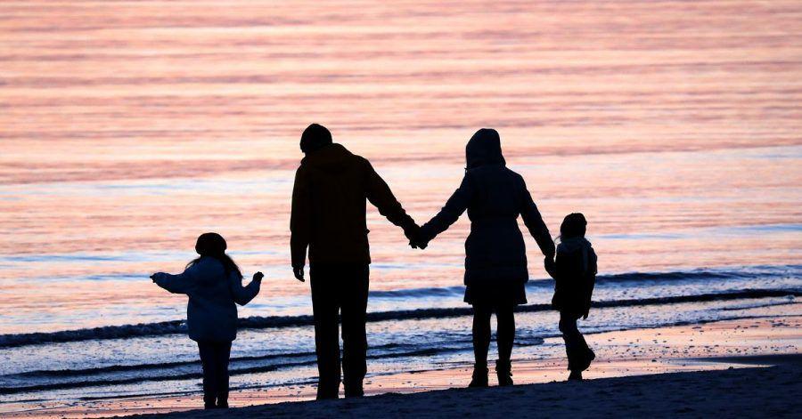 Während viel weniger Kinder aus dem Ausland adoptiert werden, steigt der Anteil der Stiefkindadoptionen.