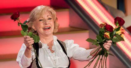 Margot Hellwig steht beim «Adventsfest der 100.000 Lichter» auf der Bühne.