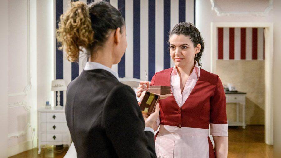 """""""Sturm der Liebe"""": Vanessa (l.) gegenüber erkennt Shirin, dass sie mit Florian niemals glücklich werden wird. (cg/spot)"""