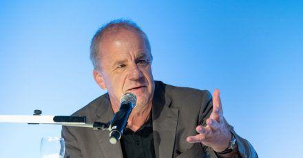 Der Moderator und Autor Hubertus Meyer-Burckhardt wird 65 Jahre alt.