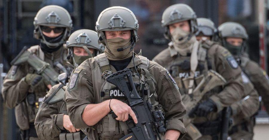 Beamte des Spezialeinsatzkommandos (SEK) der Polizei Frankfurt während einer Übung.