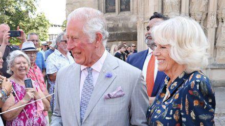 Prinz Charles und Herzogin Camilla im Gespräch mit den Bürgern (wue/spot)