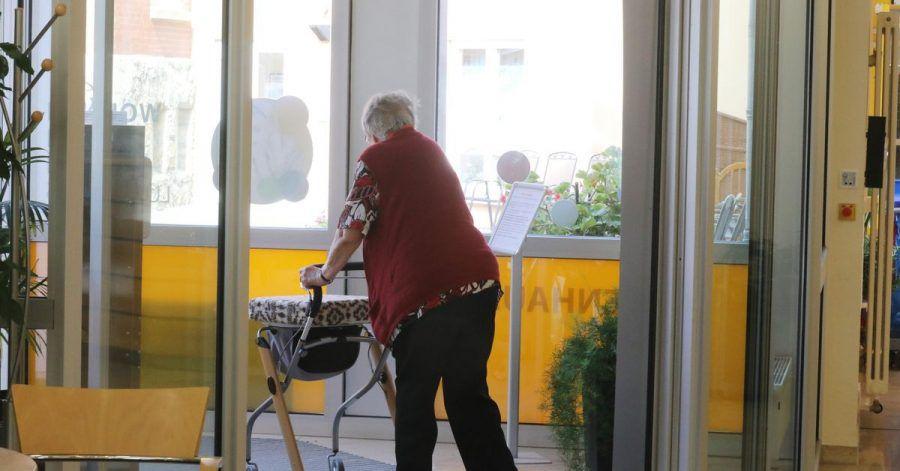 Die Pflege im Heim wird für Pflegebedürftige immer teurer - auch noch kurz vor einer nahenden Kostenbremse ab Anfang kommenden Jahres.