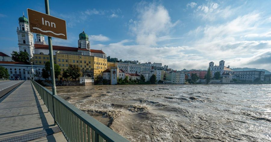 Die Inn in Passau führt Hochwasser: Die Fluten haben auch touristisch attraktive Regionen erreicht.