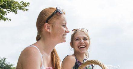 Das Lachen, noch dazu gemeinsam mit anderen, wirkt sich positiv auf uns aus.