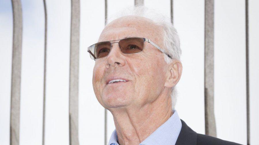 Franz Beckenbauer freut sich über diesen Gelegenheitsfund (rto/spot)