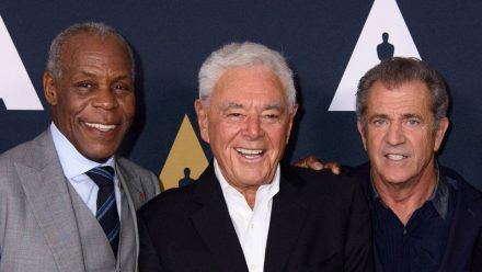 Danny Glover, Richard Donner und Mel Gibson (v.l.n.r.) 2017 in Beverly Hills (smi/spot)