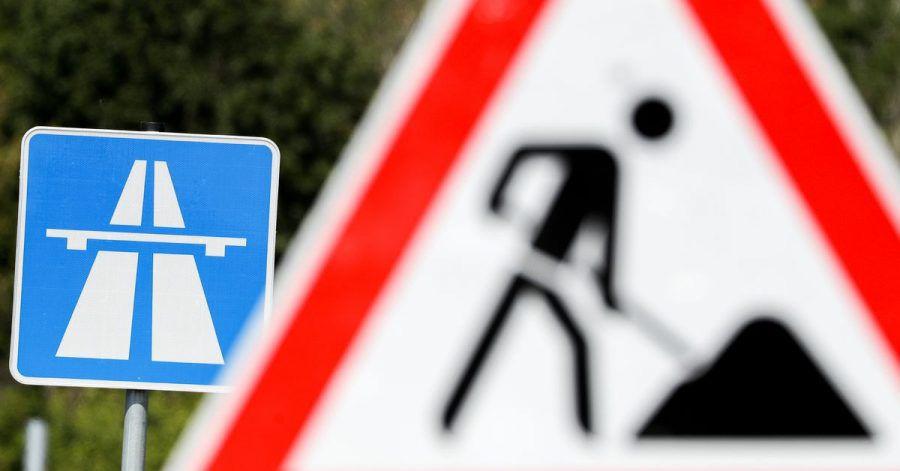 Die Autobahn-App des Bundes soll Autofahrer künftig besser über Baustellen und Umleitungen informieren.