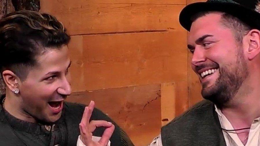 Yoncé (l.) und Ioannis haben gut lachen. Sie gewinnen die Paar-Gaudi und dürfen nicht nominiert werden. (smi/spot)