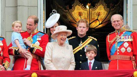Die britischen Royals, hier noch mit Prinz Philip (r.) im Jahr 2015. (wue/spot)