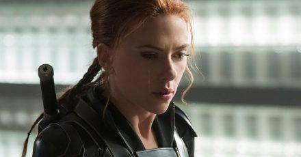 """Scarlett Johansson als Natasha Romanoff in einer Szene des Films """"Black Widow""""."""
