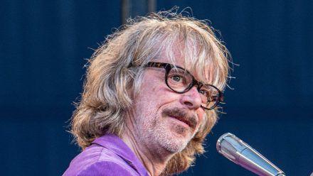 Helge Schneider wird seine Tour auch unter Corona-Maßnahmen fortsetzen. (dr/spot)