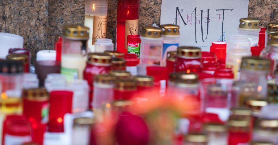 Fast genau eine Woche nach der Messerattacke wird in Würzburg der Opfer gedacht.