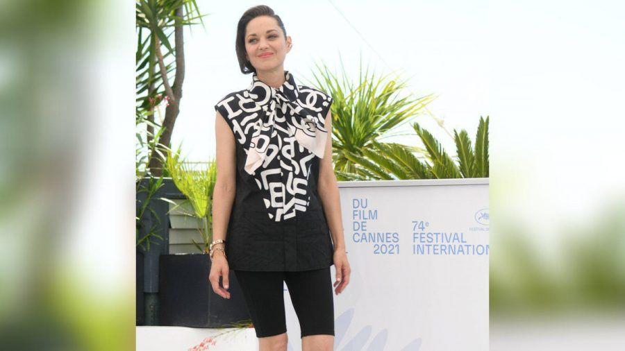 """Marion Cotillard bei einem Fototermin des Films """"Annette"""" in Cannes. (wag/spot)"""