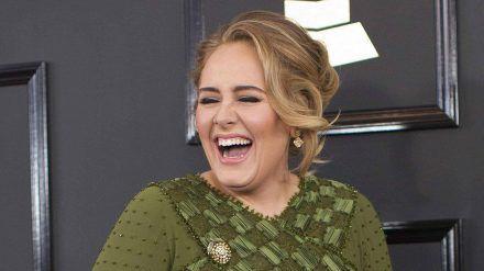 Was? Adele ist schon seit Monaten mit diesem Mann vergeben?