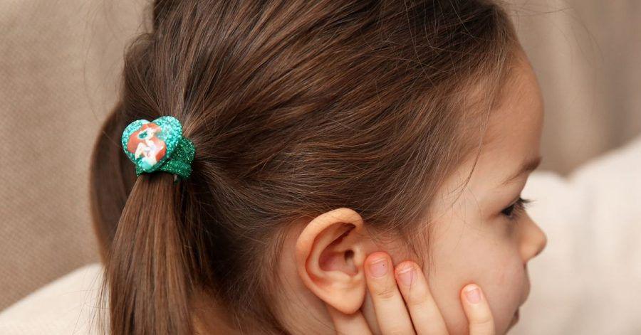 Vor allem Kinder sind von Kopfläusen betroffen. Eltern sollten handeln.