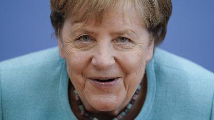 Die Regentin sieht alles: Hat Angela Merkel einen heimlichen Twitter-Account?