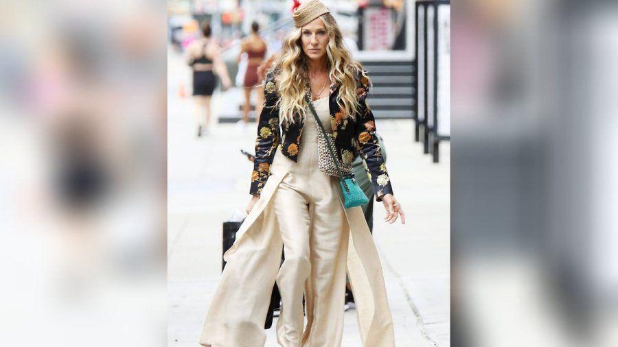 Sarah Jessica Parker beweist am Set erneut ihr Modebewusstsein.  (amw/spot)