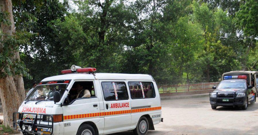 Ein pakistanischer Rettungswagen auf dem Weg zu einem Unfallort. In dem südasiatischenLand kommen jährlich mindestens 5000Menschen bei Verkehrsunfällen ums Leben.