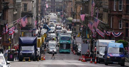 Amerikanische Flaggen und Fahnen im Stadtzentrum von Glasgow.