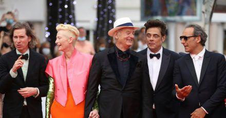 Regisseur Wes Anderson(l-r), Tilda Swinton, Bill Murray, Benicio Del Toro sowie Filmkomponist Alexandre Desplat in Cannes.
