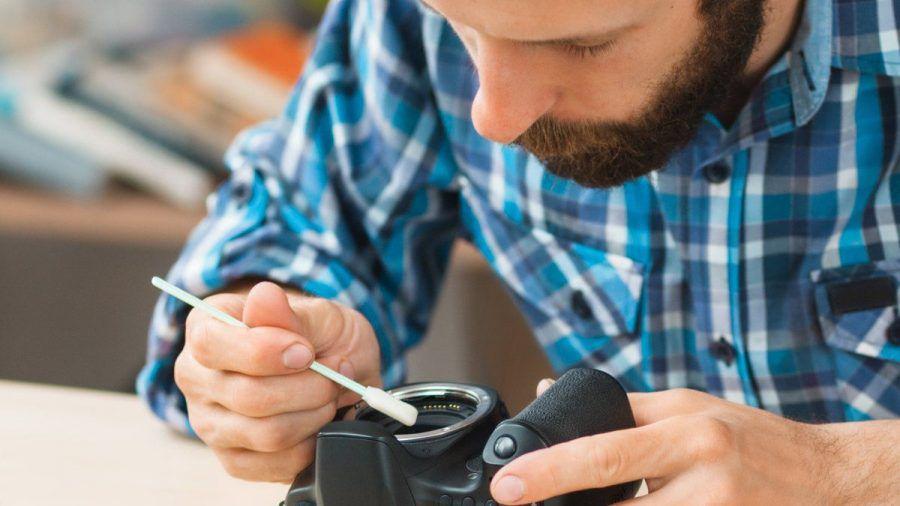 Bei der Reinigung der Kamera ist Gründlichkeit gefragt. (elm/spot)
