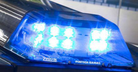 Obwohl die Mitglieder der Reisegruppe noch einen Notruf absetzten, verstarb der verletzte Busfahrer noch am Bahnhof in Hof, wo die Gruppe eine Pause eingelegt hatte. (Symbolbild)