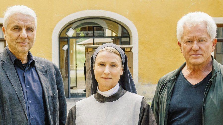 """Udo Wachtveitl, Corinna Harfouch und Miroslav Nemec (v.l.) bei den Dreharbeiten für einen neuen """"Tatort"""" (wue/spot)"""