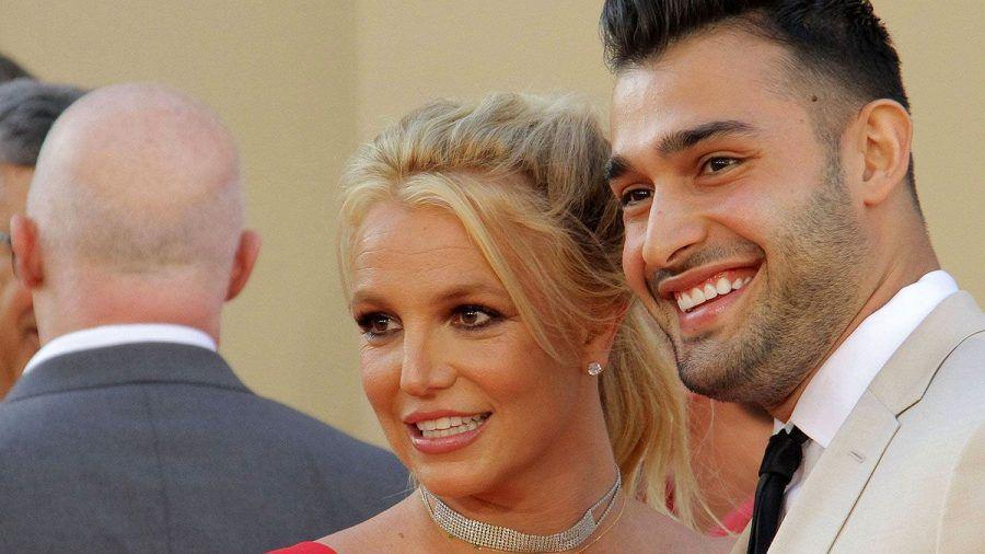 Britney mit ihrem Verlobten Sam Ashgari