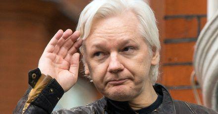 Ein Gericht hat dem Wikileaks-Gründer Julian Assange die ecuadorianische Staatsbürgerschaft entzogen.