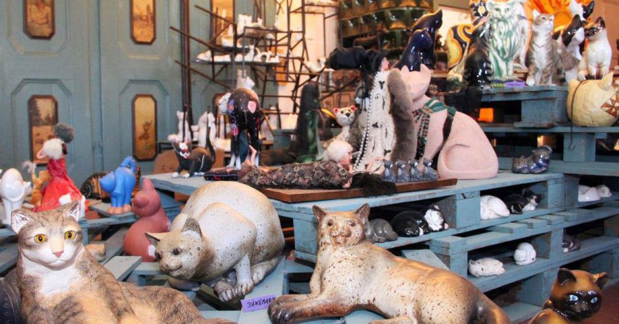 Sind die echt? Im Rittergut Bösenbrunn wird Katzenkunst gesammelt.