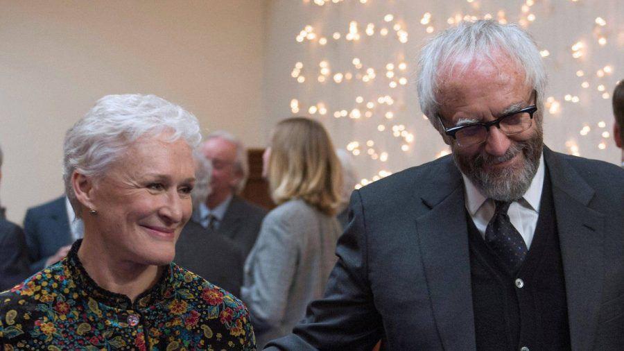 """Gute Miene zum bösen Spiel: Glenn Close und Jonathan Pryce spielen in """"Die Frau des Nobelpreisträgers"""" das Ehepaar Castleman. (wag/spot)"""