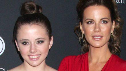 Kate Beckinsale (re.) mit ihrer Tochter Lily Mo Sheen bei einer Veranstaltung 2013. (rto/spot)