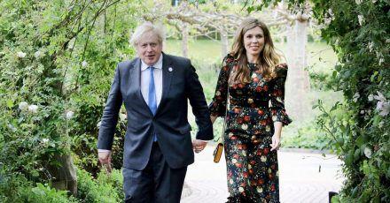 Boris Johnson und seine Ehefrau Carrie Johnson im Juni in Cornwall.