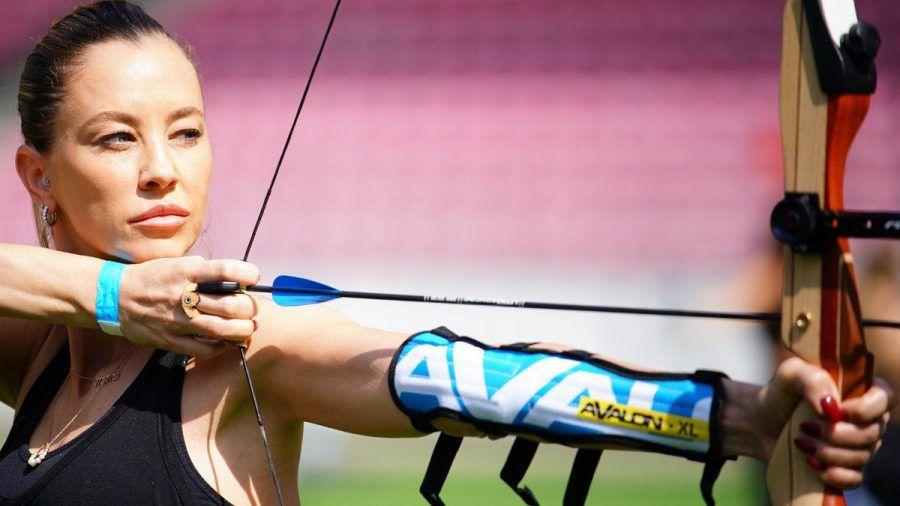 Alessandra Meyer-Wölden beim Bogenschießen. (jom/spot)