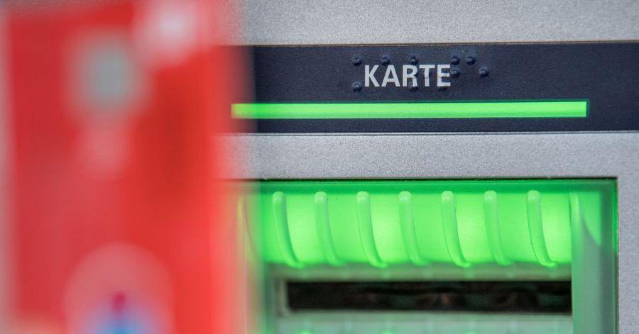 Der Datenklau an Geldautomaten in Deutschland hat im laufenden Jahr auf niedrigem Niveau weiter abgenommen.