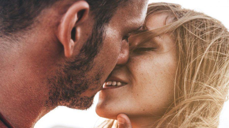 Viele Menschen suchen über Dating-Apps nach dem richtigen Partner oder der Partnerin. (wue/spot)