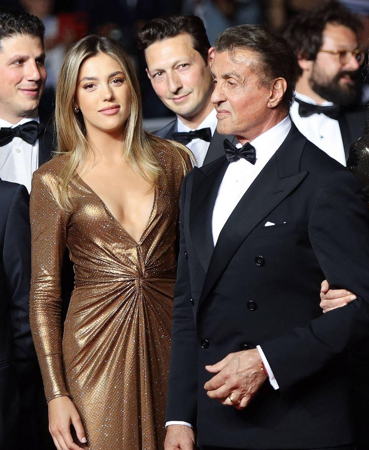 """Sylvester Stallone """"fühlt sich neben seinen Töchtern klein"""""""