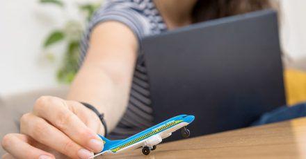 Kostenlos umbuchen - aber welche Frist gilt? Das sollten Reisende prüfen.