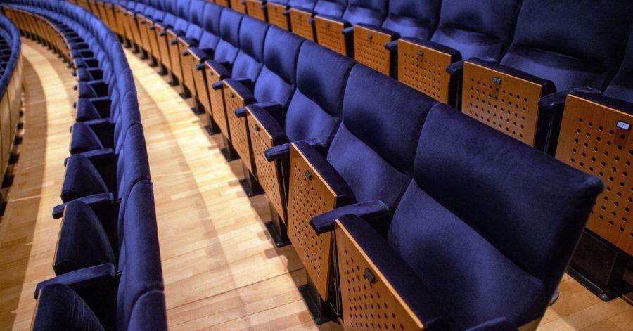 Leere Sitzreihen: Der Kultursektor wurde besonders hart von der Pandemie getroffen.