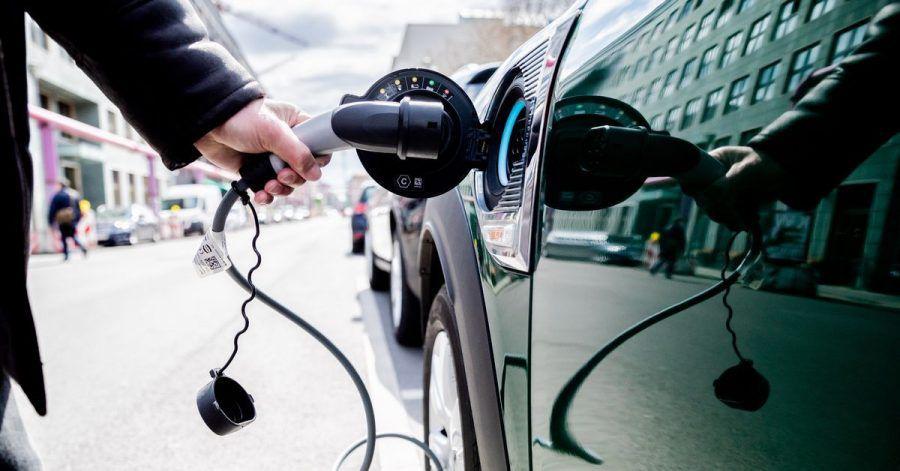 Einer Studie zufolge kostet der Wandel zur Elektromobilität 220.000 Jobs, schafft aber auch 205.000 neue Arbeitsplätze.