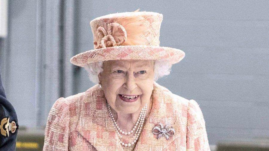 Die Queen drückt der englischen Fußballnationalmannschaft die Daumen. (hub/spot)